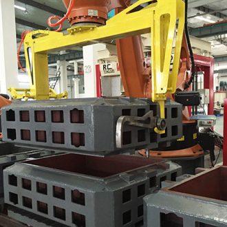 préhension de châssis de moulage par robot